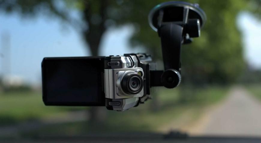 Видеорегистратор или смартфон