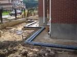 Установка лотков для ливневой канализации вокруг дома